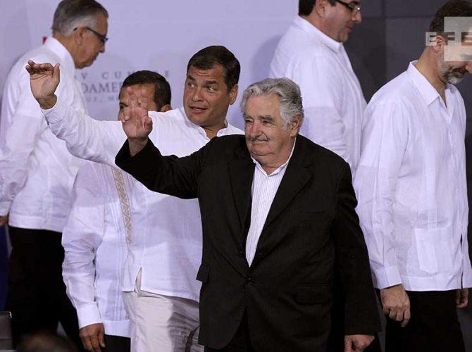 El ex presidente de Uruguay, José Mujica, el presidente de Ecuador, Rafael Correa y SM Felipe VI