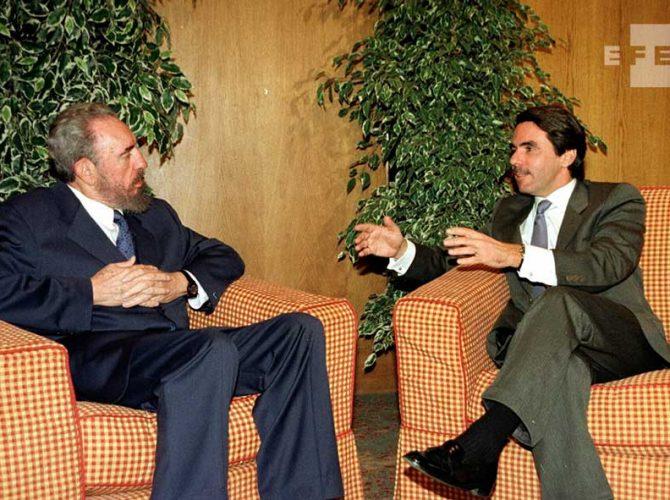 El ex presidente cubano Fidel Castro y el ex presidente español, José María Aznar.