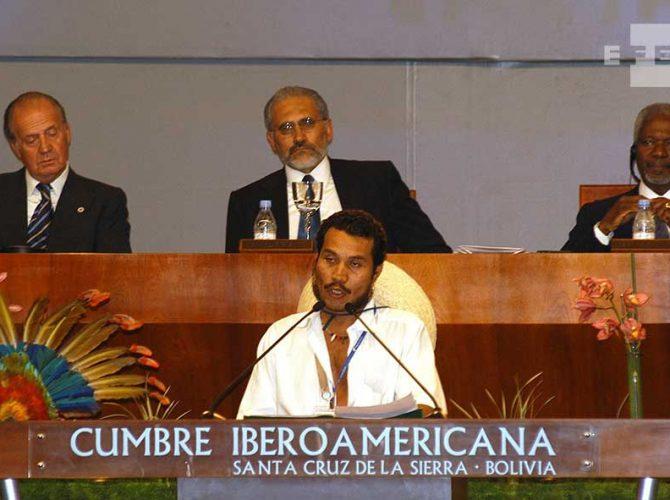 SM Juan Carlos I y el ex Secretario General de la ONU, Kofi Annan en la Cumbre Iberoamericana de 2003.