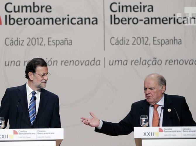 El presidente español, Mariano Rajoy y el ex Secretario General Iberoamericano, Enrique V. Iglesias durante la Cumbre de 2012 en Cádiz