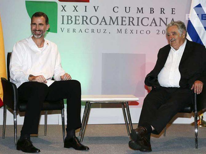 SM Felipe VI e o Ex-Presidente do Uruguai, José Mújica, na Cúpula Ibero-Americana de 2014 em Veracruz.