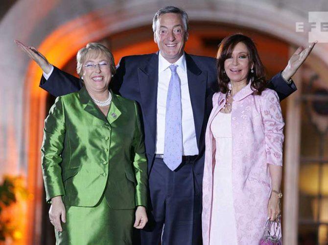 Michelle Bachelet e Néstor e Cristina Kirchner na Cúpula Ibero-Americana de Bariloche.