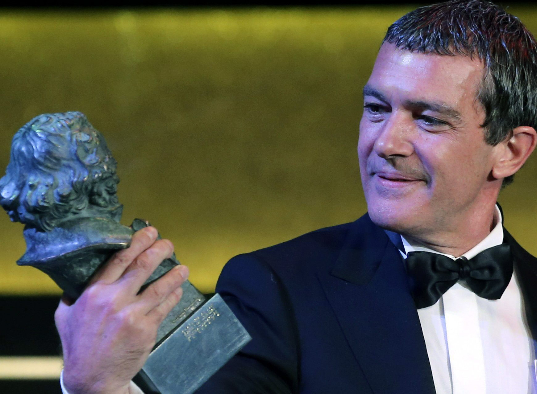 ESPAÑA PREMIOS GOYA:EFEMEX27. MADRID, 07/02/2015.- El actor Antonio Banderas recibe el Goya de Honor durante la gala de entrega de los premios Goya 2015, que se celebra esta noche en el centro de congresos Príncipe Felipe, en Madrid. EFE/Ballesteros  SPAIN CINEMA:Spanish actor Antonio Banderas receives the Goya Award for all his career during the gala of the Goya Awards (the Spanish Royal Cinema Academy Prize) gala held in Felipe VI Congress center of Madrid, Spain on 7 February 2015. EFE/Ballesteros