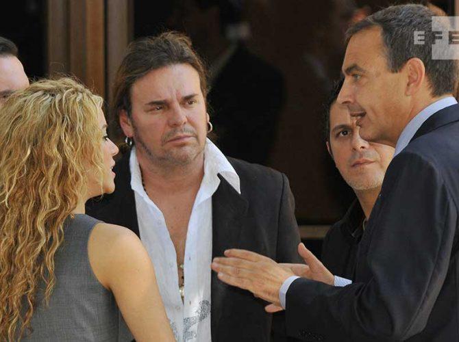 El ex presidente español, José Luis Rodriguez Zapatero con artistas iberoamericanos: Shakira y Alejandro Sanz, el cantante del grupo Maná, Fernando Olvera.