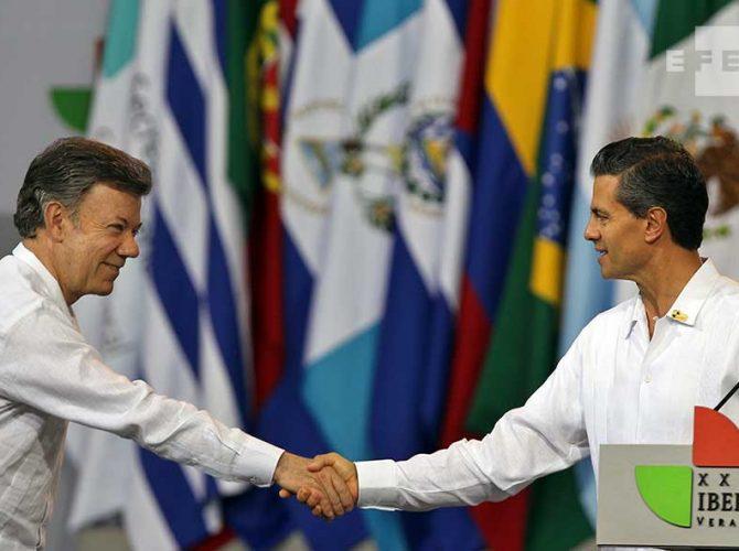 O Presidente da Colômbia, Santos e o Presidente do México, Enrique Peña Nieto, na Cúpula de Veracruz (México).